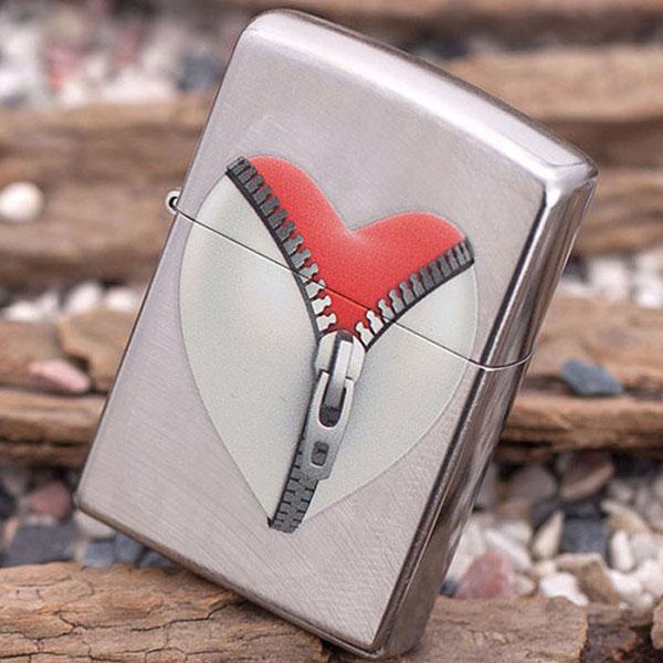 Bật lửa Zippo Mỹ in khóa kéo hình trái tim - 0988 00 11 31