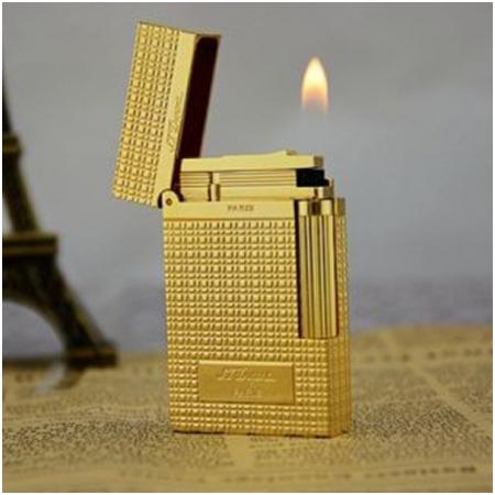 Bật lửa S.T.Dupont màu vàng kẻ caro khắc chữ S.T.Dupont - Mã SP: BLD037