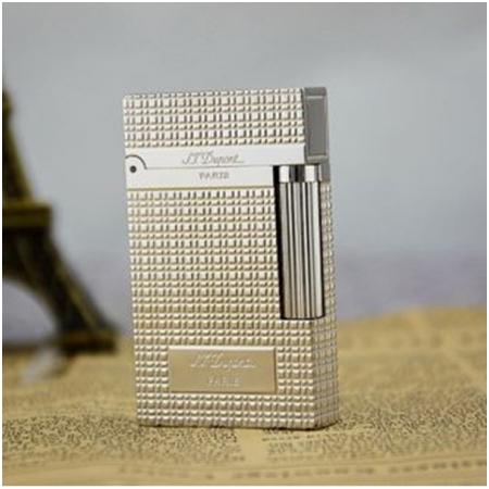 Batluadocdao.com - Bật lửa S.T.Dupont trắng bạc caro khắc chữ S.T.Dupont - Mã SP: BLD038