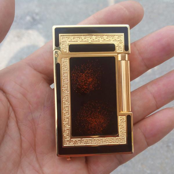 Bật lửa S.T.Dupont màu đen viền vàng ánh đỏ  - 0988 00 11 31
