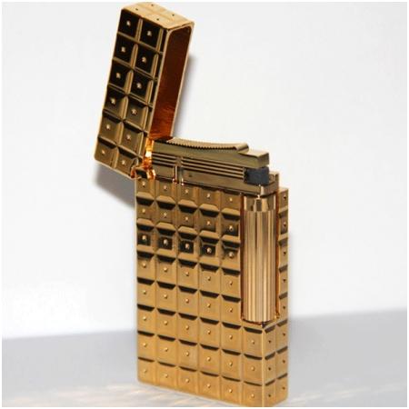 Bật lửa S.T.Dupont gold kẻ caro to chấm tròn - Mã SP: BLD175