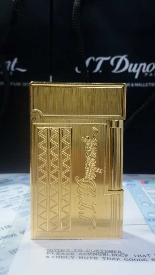 Bật lửa S.T.Dupont vàng xước khắc chữ S.T.Dupont - 0988 00 11 31