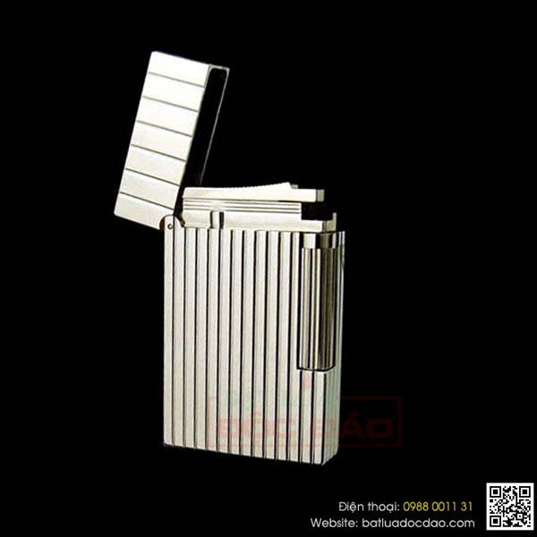 Bật lửa S.T.Dupont màu trắng bạc sọc đứng to nhỏ - 0988 00 11 31