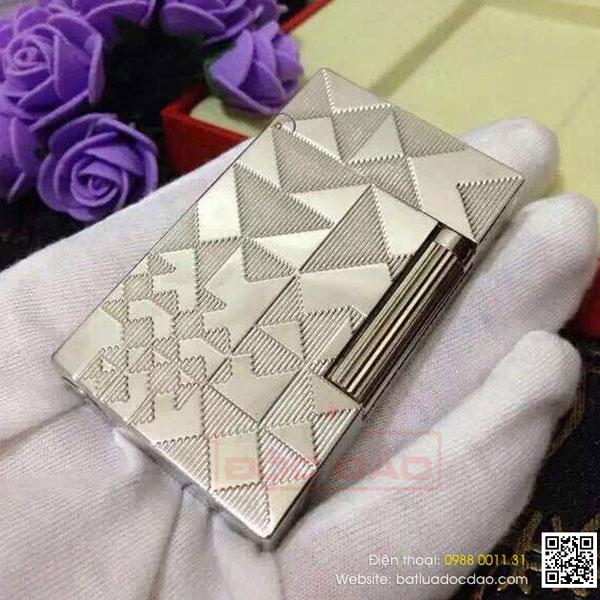 Bật lửa S.T.Dupont trắng bạc hoa văn tam giác nhỏ - 0988 00 11 31