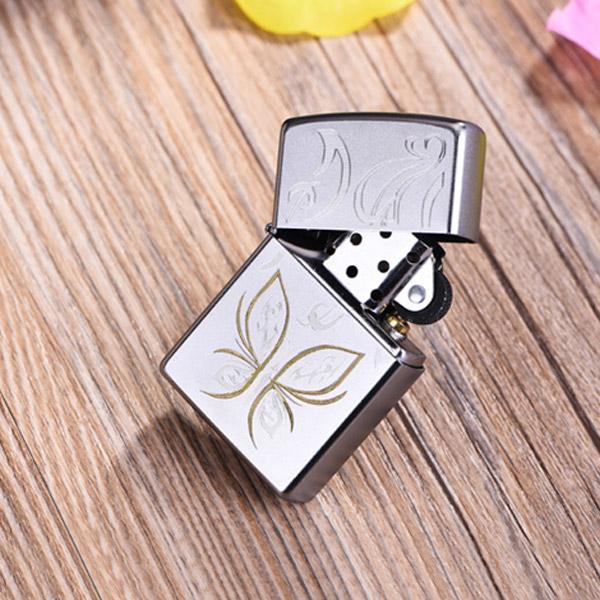 Bật lửa Zippo Mỹ màu bạc in hình con bướm vàng - 0988 00 11 31