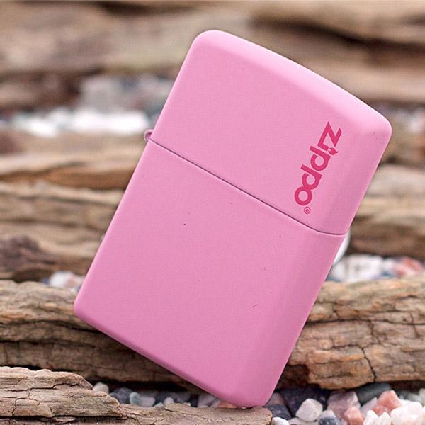 Bật lửa Zippo Mỹ màu hồng khắc chữ Zippo - 0988 00 11 31