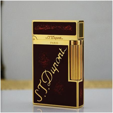 Bật lửa S.T.Dupont sơn mài đen nhũ đỏ viền vàng khắc logo S.T.Dupont Mã SP: BLD15
