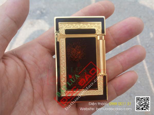 Bật lửa S.T.Dupont màu đen viền vàng ánh đỏ - Mã SP: BLD048