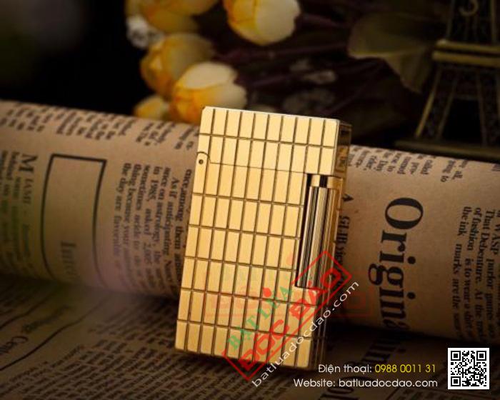 Bật lửa S.T.Dupont  màu vàng gold kẻ ô chữ nhật  - Mã SP: BLD081