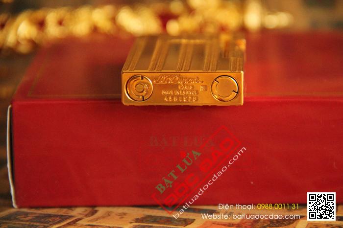 Bật lửa S.T.Dupont gold sọc đứng khắc chữ S.T.Dupont - Mã SP: BLD093