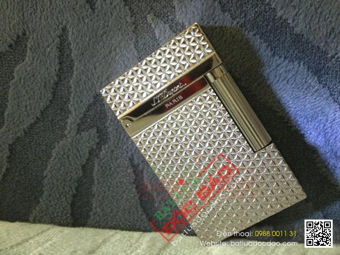 Bật lửa S.T.Dupont màu trắng bạc khắc hoa nhỏ - Mã SP: BLD100