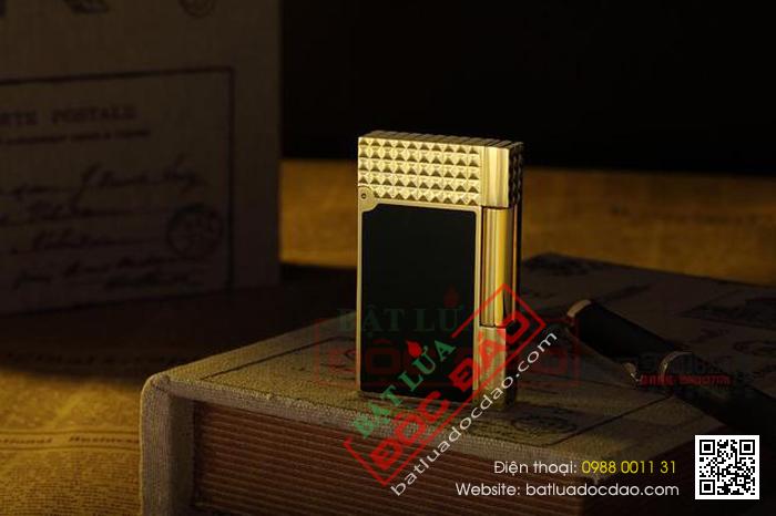 Bật lửa S.T.Dupont sơn mài đen viền vàng nắp vân kim cương - Mã SP: BLD119