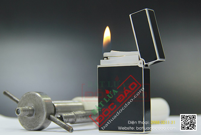 Bật lửa S.T.Dupont sơn mài đen viền trắng bạc họa tiết đính đá - Mã SP: BLD120