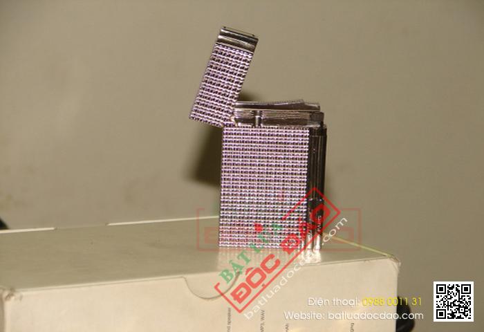 Bật lửa S.T.Dupont màu trắng bạc kẻ caro nhỏ - Mã SP: BLD150