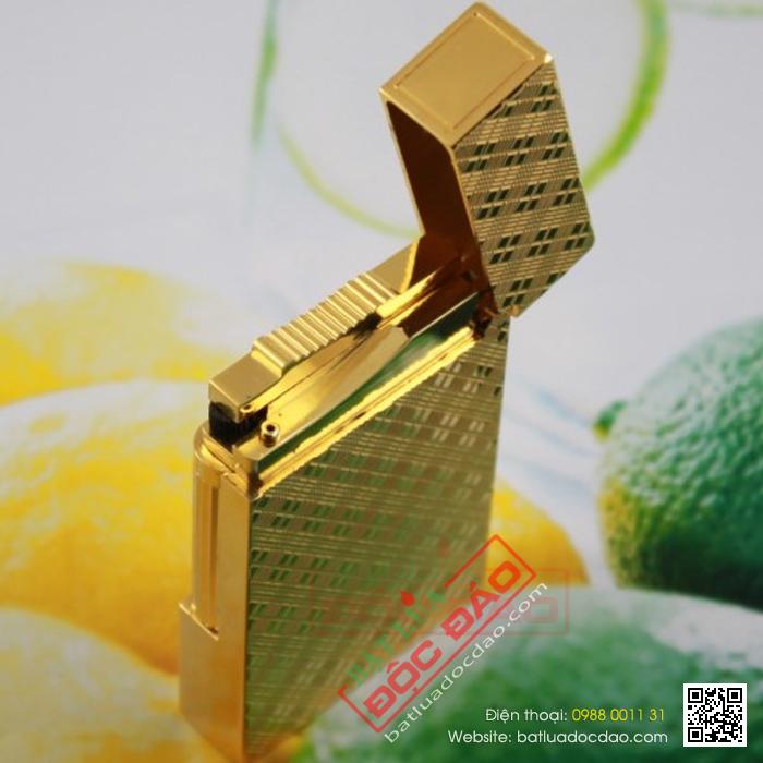 Bật lửa S.T.Dupont màu vàng hoa văn chéo - Mã SP: BLD151