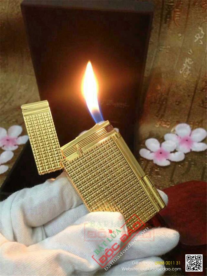 Bật lửa S.T.Dupont màu vàng kẻ caro nhỏ - Mã SP: BLD155
