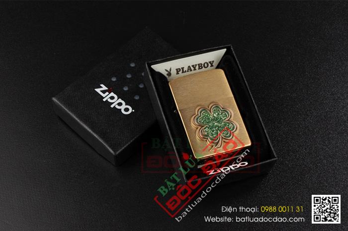 Bật lửa Zippo Mỹ màu vàng đồng hoa văn cỏ bốn lá - Mã SP: Z002