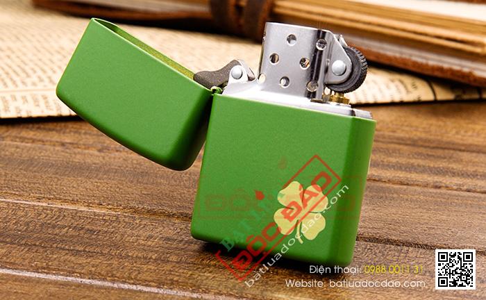 Bật lửa Zippo Mỹ màu xanh lá hoa văn cỏ bốn lá - Mã SP: Z003