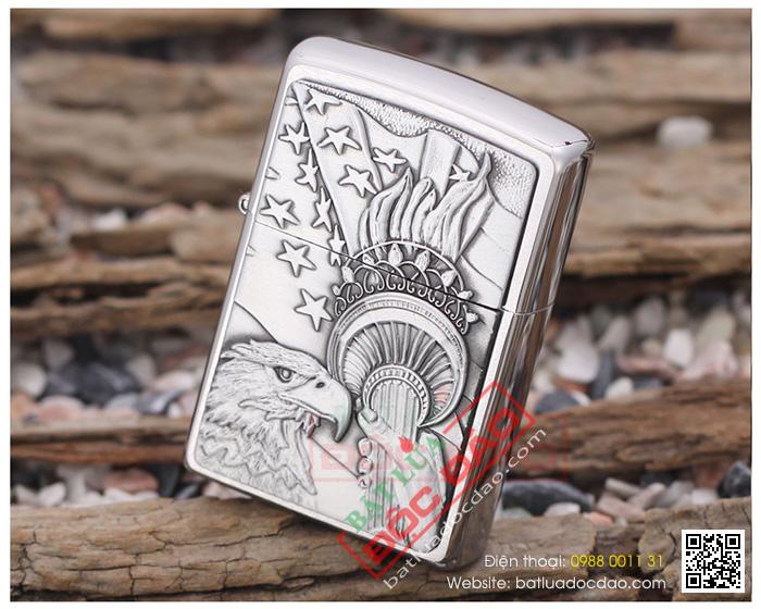Bật lửa Zippo Mỹ khắc hình tay cầm ngọn đuốc và đầu đại bàng - Mã SP: Z021